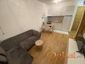 Fantastičan jednoiposoban stan , kompletno namešten, TOP lokacija !!!!