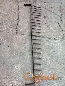 Kovani metalni šiljci za kapiju ili ogradu staro preko 100 godina