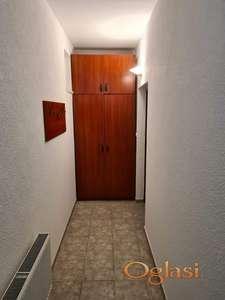 Izdajem namesten 2-soban stan Cara Dusana Novi Sad
