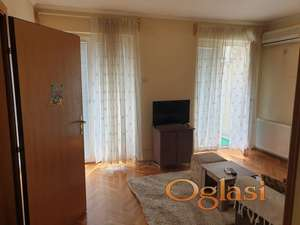 Izdaje se  dvosoban stan u blizini sajma,odmah useljiv 230 eura