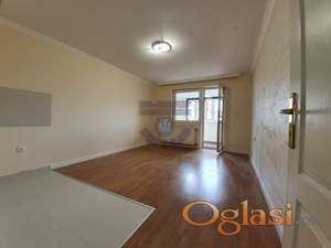 Samo u našoj ponudi - dvoiposoban stan na jednoj od najtraženijih lokacija, uknjižen 1/1.