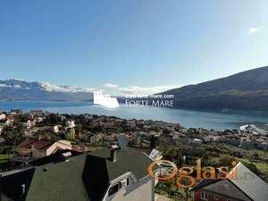 Urbanizovan plac sa pogledom na more