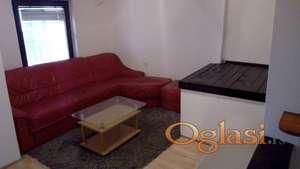 IZDAJEMO namešten stan 47m manji dvoiposoban I sprat u Dvorištu D.Kiša