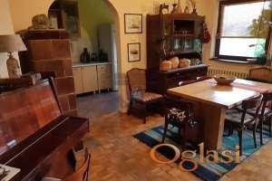 Kuća uknjižena na 341 m2, u prirodi ima 360 m2