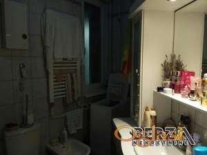 Novi Sad 4 soban stan U starom gradu blizina spensafakultetstan je na 3 spratulift je u planuStan ima 4 sobe sa mogucnoscu da bude 45sve pro