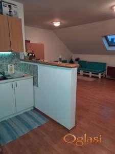 Kvalitetan dvoiposoban stan u potkrovlju, Misa, 36000
