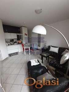Odlican dvosoban stan na Bulevaru!!!021/662-0001