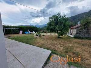 Prodaje se kuća sa ravnom parcelom 972 m2 u Tivtu