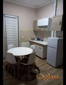 Izdajem jednosoban stan na odlicnoj lokaciji(Centar, Savski Venac, Beograd)