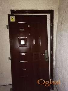 Sigurnosna Metalna Blind vrata sa stokom 10500 din Zemun