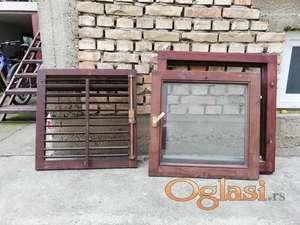 Prodajem drvena balkonska vrata i prozore sa vakuumskim staklima