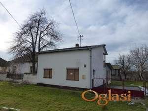 Vikend - kuća voda, struja, gas,tel. Manastir Krušedol