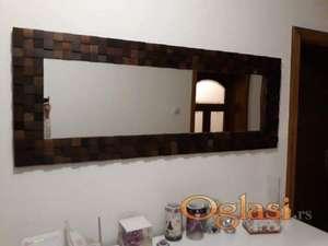Mozaik ogledalo od orahovih kockica