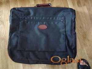 Prodajem jedva korišćenu torbu na rasklop zbog selidbe