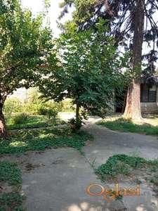 Izdajem prizemnu kuću 180m2 Petrovaradin