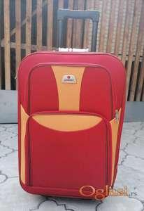 Prodajem kofer srednje veličine