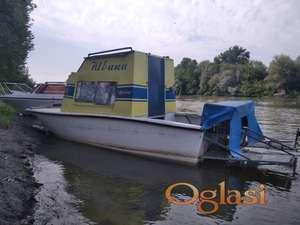 Plastični čamac