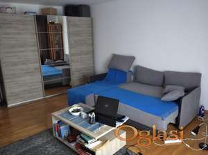 Trosoban stan,74 m,2 spavace sobe,veliki dnevni prostor,uknjizen,160.000
