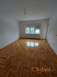 Prodaje se nov useljiv trosoban stan!