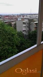 Izdajem dvoiposoban stan na Bulevaru Oslobodjenja