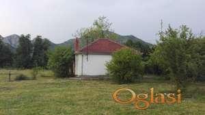 Izdajem kuću za odmor naselu u nselju Virpazar u Baru - Crna Gora