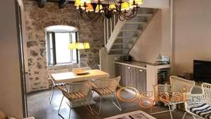 Drevna kamena kuća u Muo, Kotor.   1 red od mora!