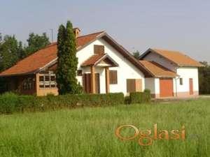 Cortanovci, kuca i pomocna zgrada, 220 m2, za 2 porodice