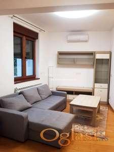 Izdavanje lux dvoiposobnog stana sa dvorištem u novogradnji