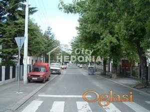 Nov, luksuzan petosoban stan u Crnogorskoj u Zemunu ID#7467