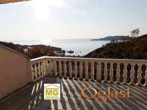 Prodaje se kuca  apartmanskog tipa na Svetom Stefanu sa trajnim pogledom na more
