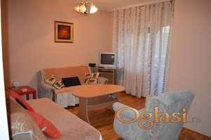Iznajmljujem namešten stan u centru Novog Sada od 01.12.2020.god
