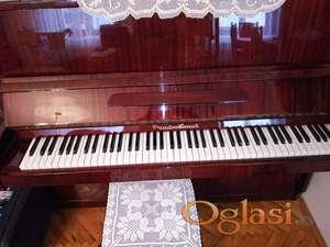 """Prodajem pianino """"Čajkovski"""" u odličnom stanju,malo korišten"""