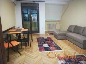 CENTAR ul. Kosovska 31 m2 – 250 Evra USELJIV ID#1506