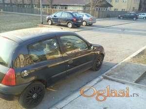 Novi Sad Renault Clio putnicko vozilo 2000