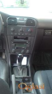Priboj Volvo V40 2001