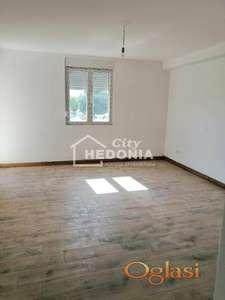 Nov, komforan dvoiposoban stan u Zemunu ID#7273