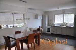 Prodaje se dvoetažna kuća na parceli od 150m2 u Herceg Novom, u Zelenici