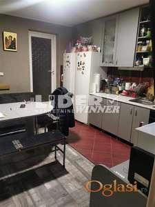 Jednoiposoban stan u prizemlju sa pripadajućim delom dvorišta ID#106045