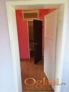 Prodajem dvorišni stan (kuću) u Bačkoj Palanci, na Sinaju