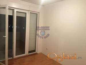 ODLICAN STAN!! 064/803-3305