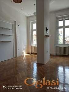 Centar, salonski prostor 110m2, za kancelarije, agencije