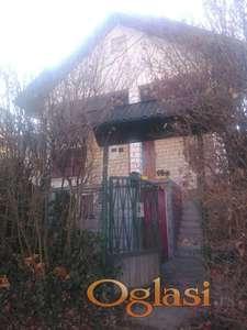 Prizemna kuća u blizini parka Bukovičke banje u Aranđelovcu