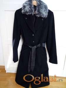 Vrhunski duži kaput izradjen od 80% vuna