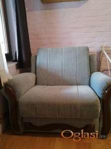 Fotelja na izvlačenje sa fiokom