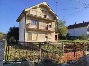 Vlasnik prodaje kuću u Velikom Gradištu na 30 ari placa, na 3,5 km od Srebrnog jezera