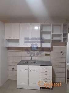 Odličan, komplet renoviran stan u najlepšem delu Novog naselja!