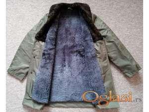 Nov muški vodootporni kaput unutra od prirodnog krzna