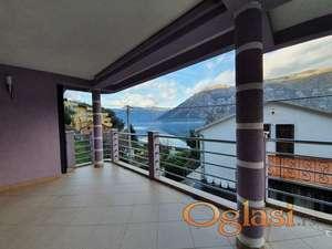 Vila s zatvorenim bazenom i saunom. Kotorski zaljev