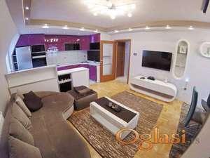 Lux dvoiposoban stan sa nameštajem i garažom