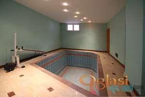Slavujev venac-Luksuzna vila-329m2,bazen,garaža